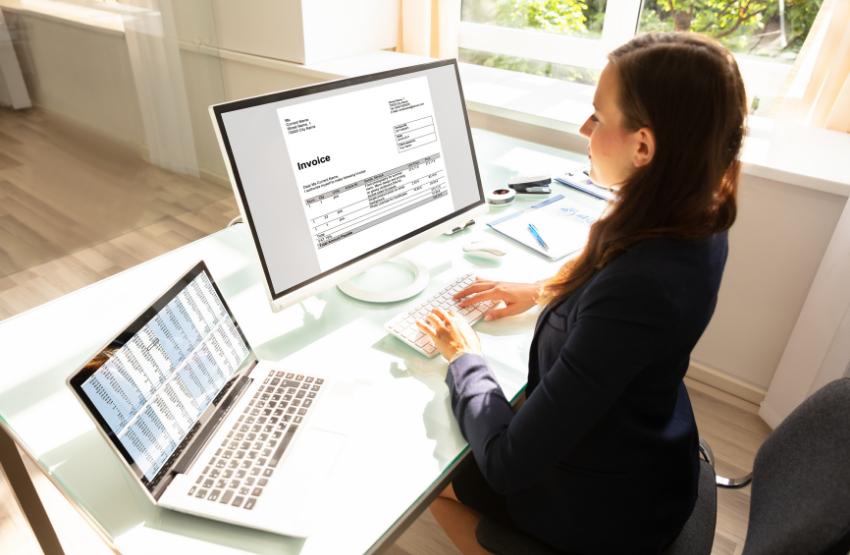 nő laptop monitor számla